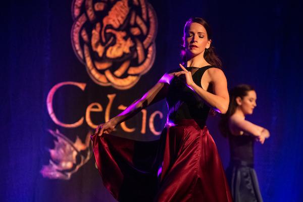 Ceilidh in the Glen: Ceilidh anns a'Bhraigh